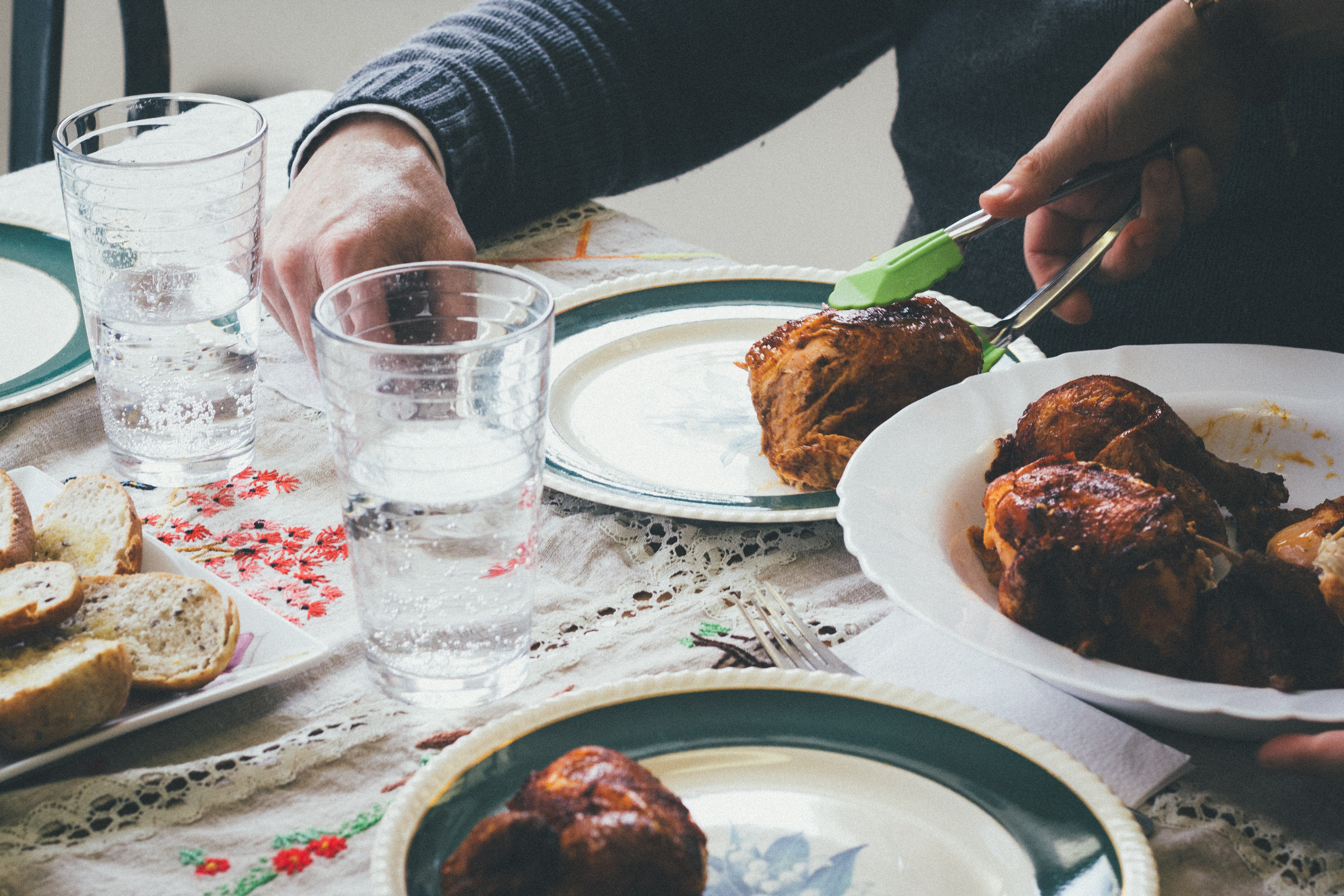 5 Reasons We Should Gather Around the Family Dinner Table